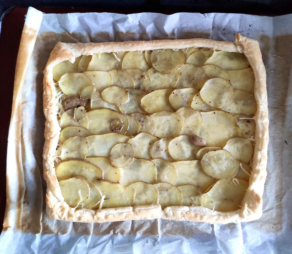 Tarte fine pomme de terre, fromage et miel